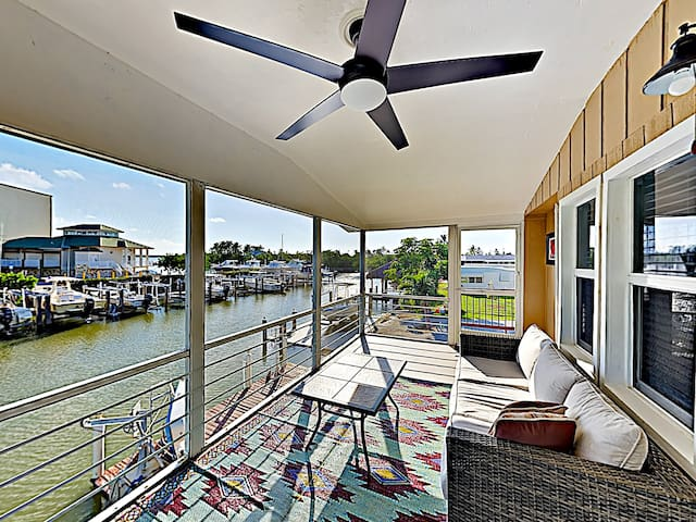 Canal-Side Condo w/ Private Dock, Boats & Bikes