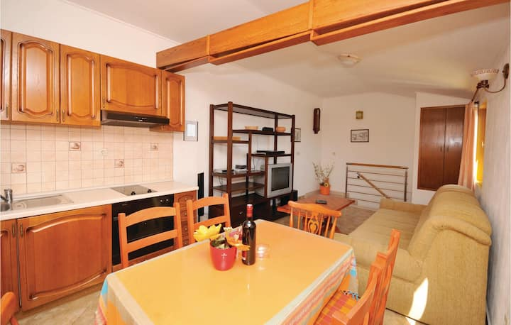 Holiday apartment with 1 bedroom on 40m² in Kastel Stari