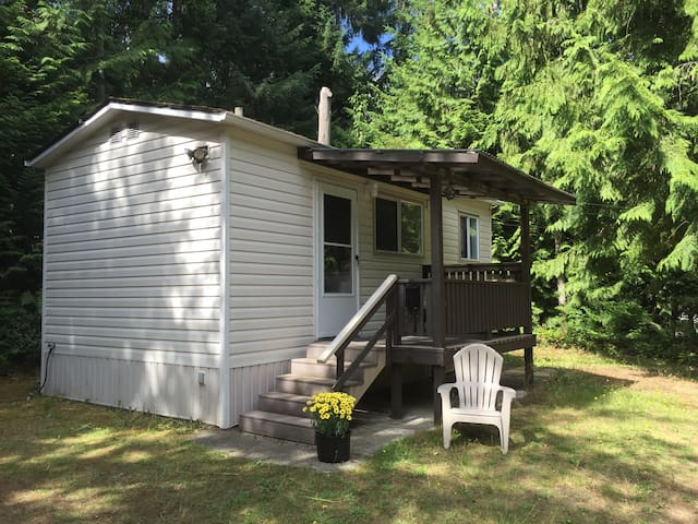 Small simple cabin. - Qualicum Beach