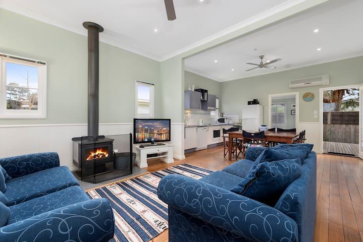 JONES House - Family friendly, great location!