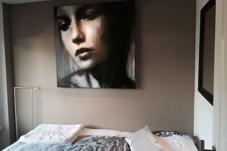 Mooie rustige kamer art & boxspring - Riel