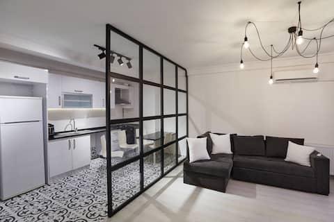 Spacious  58mt stylish apartment near metro stop