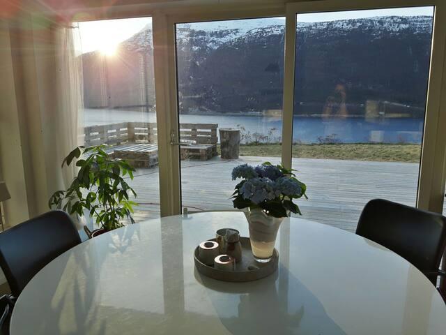 Flott fjord- og fjellutsikt i Fagre Stryn - Stryn