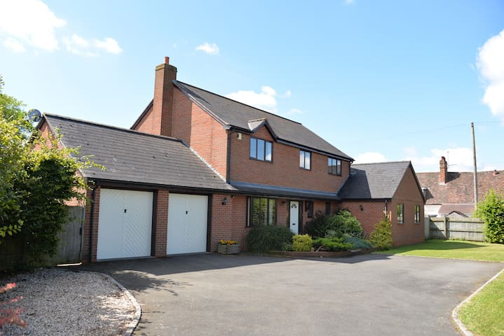 Stratford House - Ideal Country Retreat, Free Wifi - Upton Snodsbury - Casa