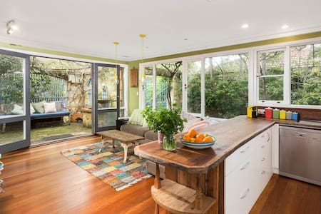 Beautiful Fremantle Family Home - White Gum Valley