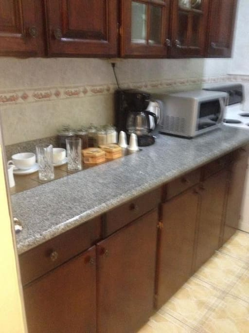 Kitchen with Microwave and Cooker