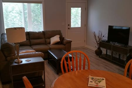 Contempory suite bright large clean - Nanaimo