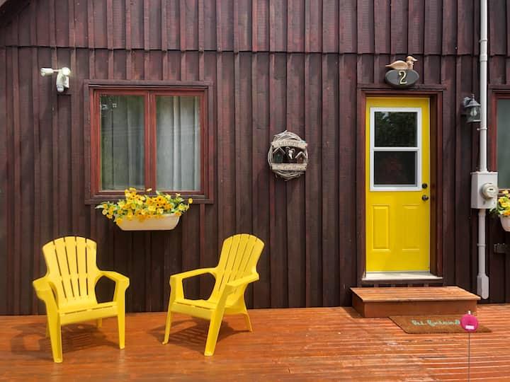 Yellow Door Cottage (Waterfront!)