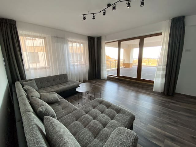 Modern flat with city-view near Poiana Brasov
