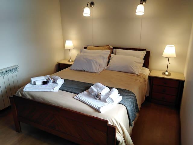 Quarto 4 vista 1 - 1 Cama de Casal / Bedroom 4 view 1 - double bed