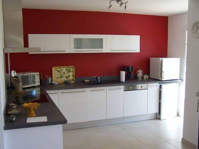 Appartement dans villa en rez-de-jardin - Roquebrune-sur-Argens - Appartement