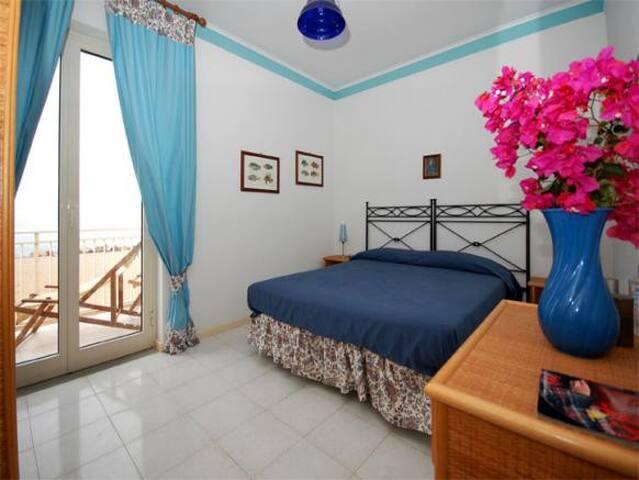 VLM3 Room with shared Garden in Villa by the beach - Mongiove - Villa