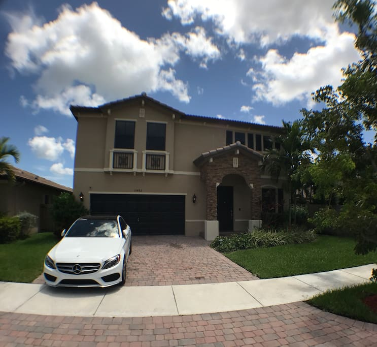 Nice 3 Bedroom House For Rent: Chic Miami Four Bedroom Home