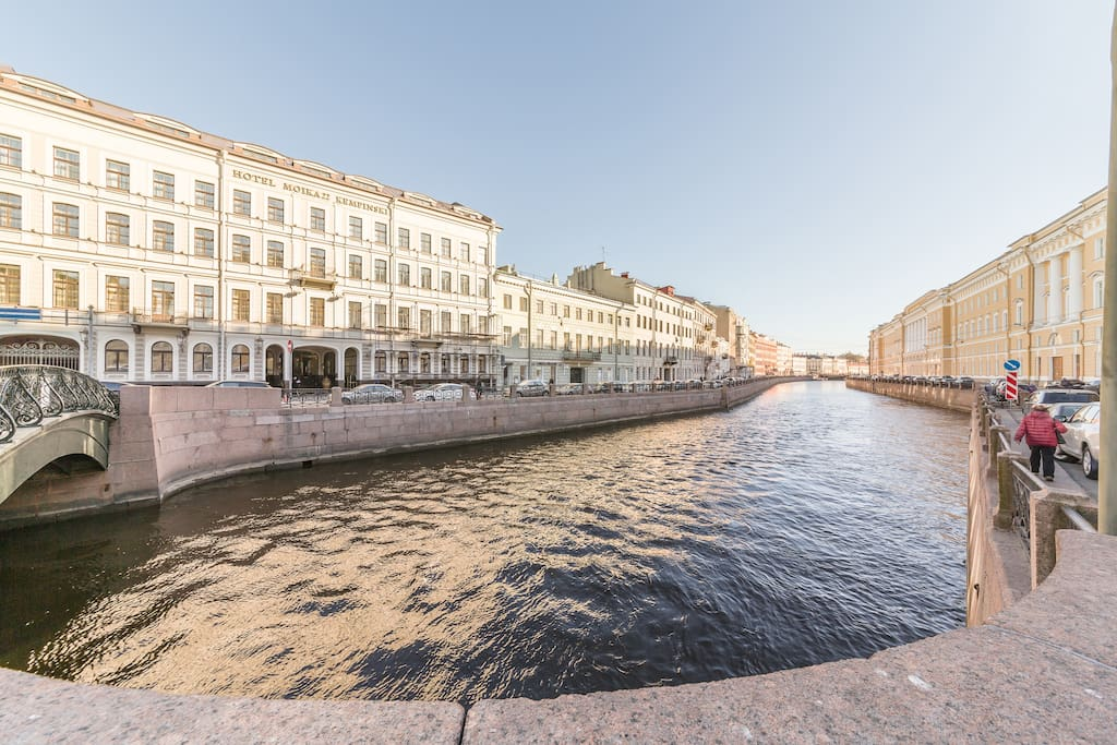 Amazing location in the Heart of the city. Just 2-3 minutes to the Hermitage, same with Nevskiy Prospekt.