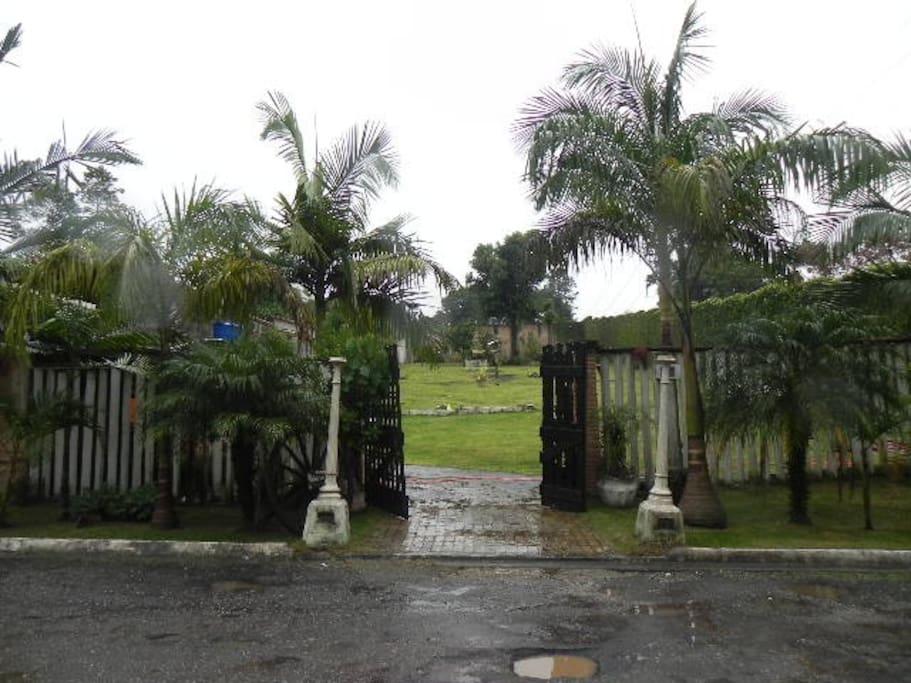 portão permite entrada de carro