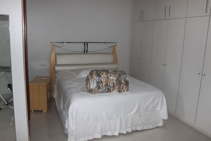 Very Large room for 4 with two beds - Manaus - House