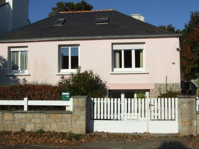 Maison avec jardin clos, calme - Pont-l'Abbé - Haus