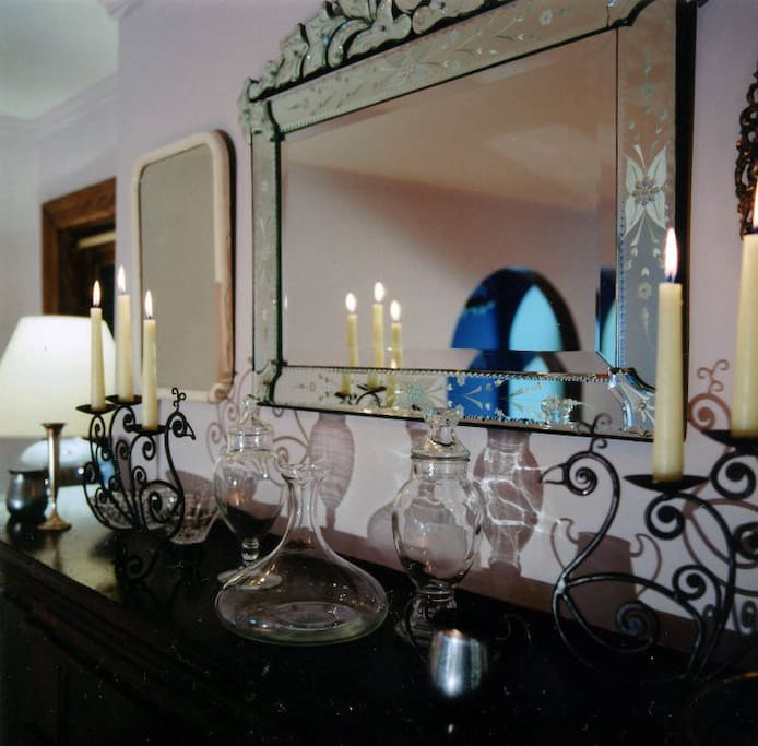 Living room Venetian mirror over the fireplace, by OK Design