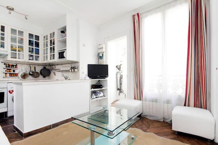 3 rooms flat,  Paris 9, St Lazare - Paris - Apartemen