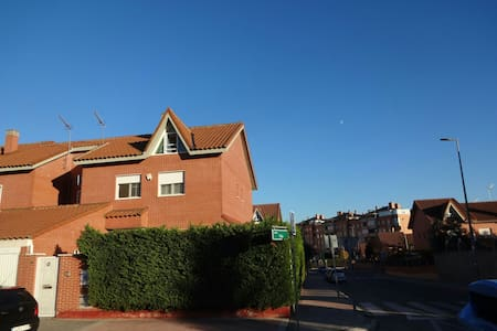 Chalet a 15 km de Madrid - Rivas-Vaciamadrid - Hus