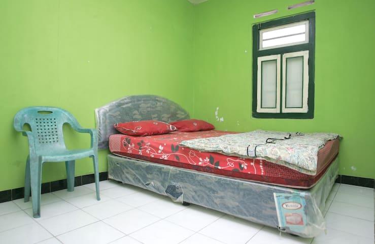 Hanna Room 2 - Wates - House