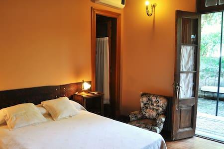 Antigua Casona - San Antonio de Areco - Bed & Breakfast