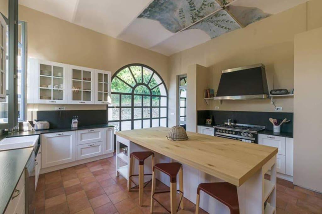 Ground floor: kitchen: fully furnished, large, fun to cook in.