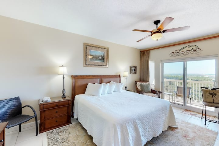Pleasant beach studio w/great location, ocean views, and shared hot tub and pool