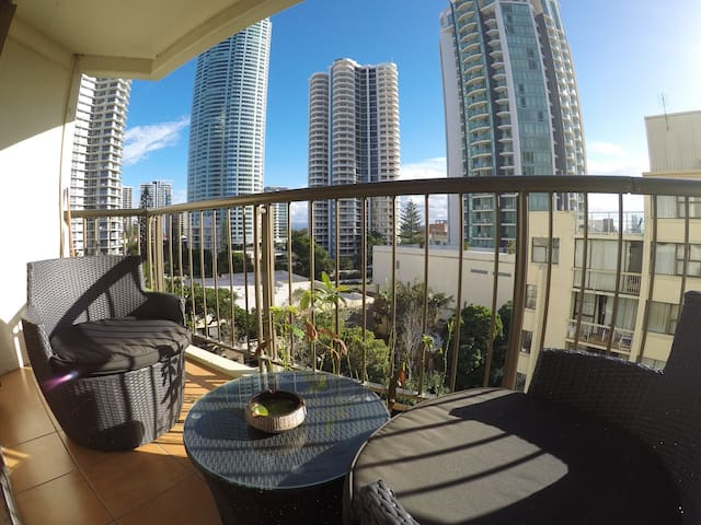 Erika's One Bedroom City View A