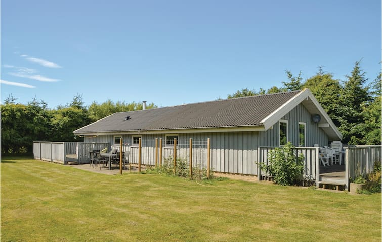 Holiday cottage with 3 bedrooms on 115m² in Løkken