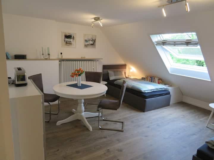 1 Raum, 2 Einzelbetten, kleine, sep. Küche, Bad