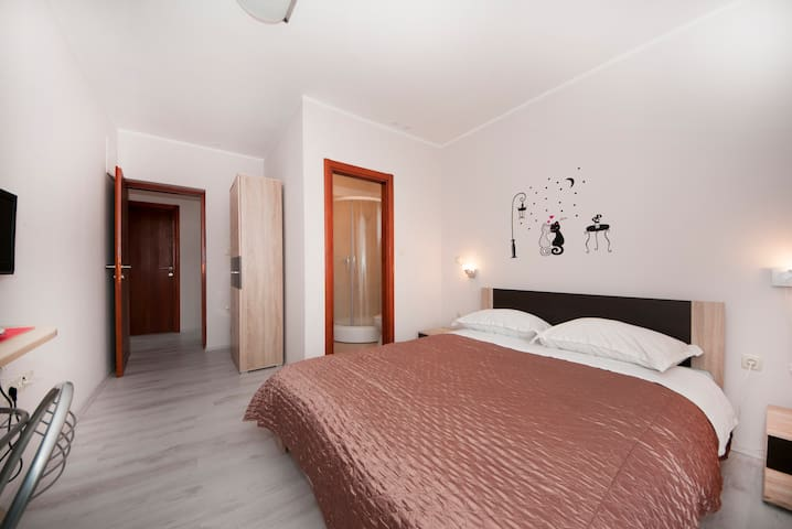 Standard room with private bathroom - Sibenik - House
