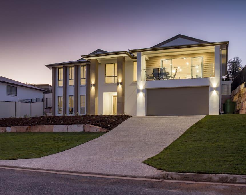 brand new executive iiving h user zur miete in bundamba queensland australien. Black Bedroom Furniture Sets. Home Design Ideas
