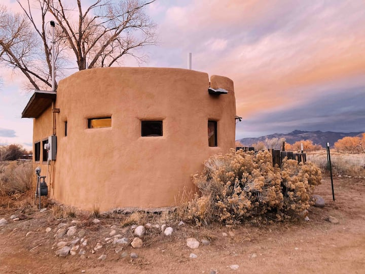 Adorable casita with the best view in Taos!