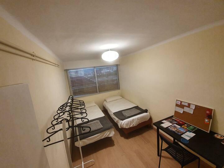 Acogedora habitación doble, near metro.