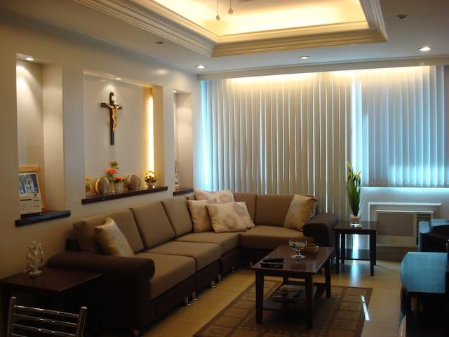 2 br, 3 bath, fully furnished, airconditioned. - Manila - Condominium
