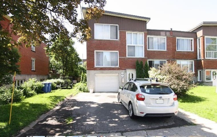 """SPLIT"" level upper duplex condo! beautiful yard. - Montreal-West"