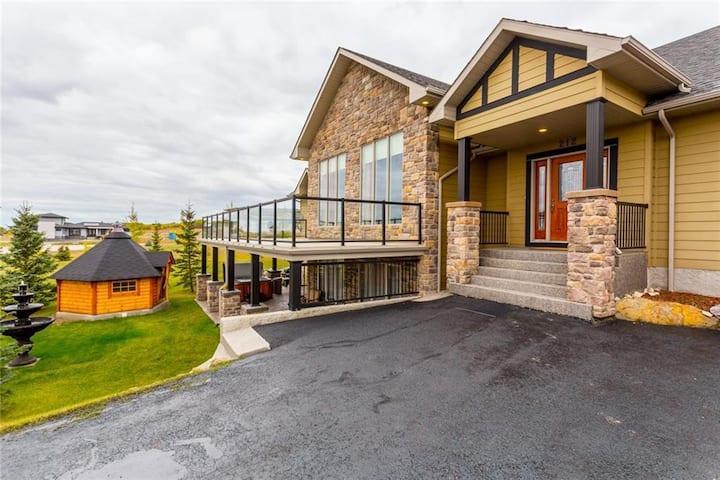 Beautiful Calgary Bearspaw Country House Suite