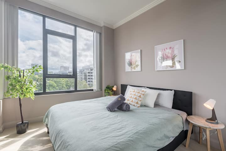 Olympic Park near Qudos Bank Arena King Bed 1BR 1Bath Sleeps 6 Air-cond parking