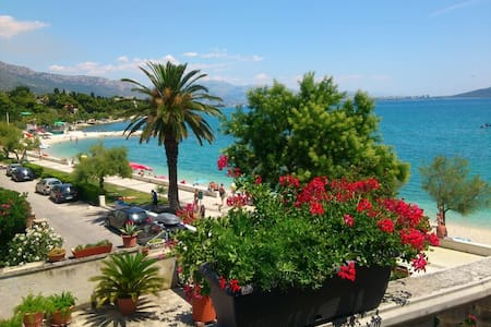 Apartment by the beach - Kaštel Stari