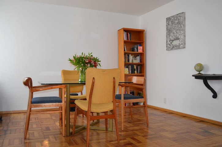 Bright and spacious apartment. Very centric area. - Del Valle Norte - Byt