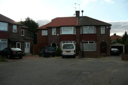 Very Large & Small Rooms to Rent - Greenford - Bed & Breakfast