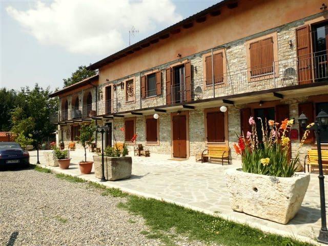 Monolocali in  villa e piscina - Bubbio - Villa