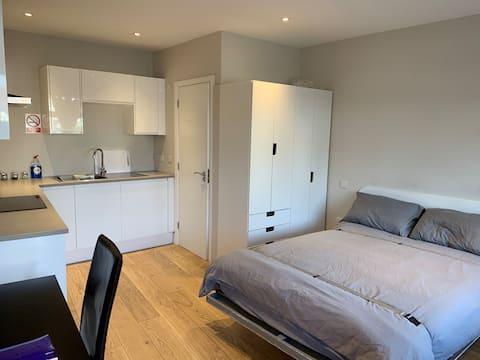 Modern, Private, Self Contained - Studio Apartment