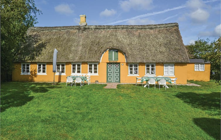 Holiday cottage with 2 bedrooms on 80m² in Fanø