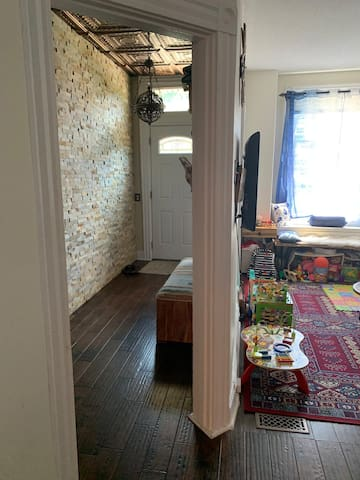 Historical Private Room in Downtown Hamilton