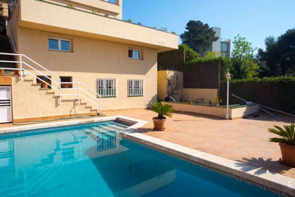 With swimming-pool right in front of the door.