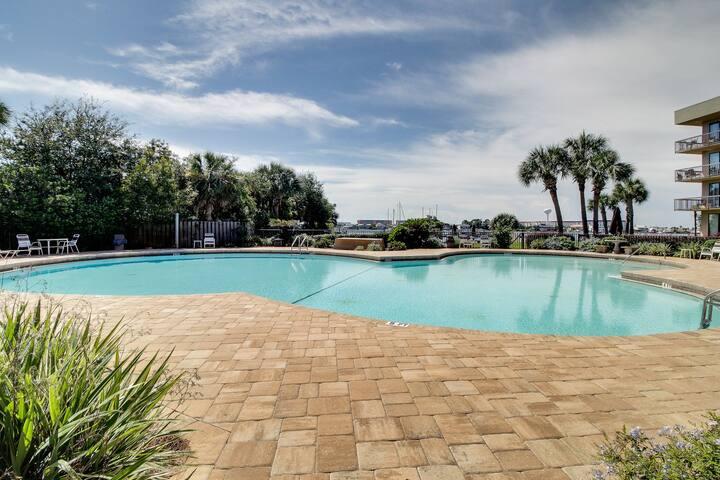 Cozy efficiency w/ sound views, a furnished balcony, dock, & shared pool