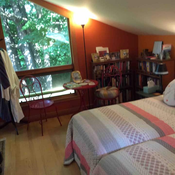 Sleeping Loft nearby Tanglewood in Serene setting