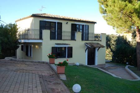 Villa Daniela 6 km dal mare Adria - Torrvecchia - Σπίτι